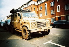 ot500 - dirty fender (johnnytakespictures) Tags: olympus trip500 compact automatic film analogue lomo lomography xprochrome100 xpro crossprocessed crossprocess 35mm leamingtonspa leamington street landrover jeep defender fender dirty mud dirt muddy offroading offroad road yellow white car vehicle transport truck vignette