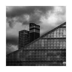 m.a.n.c.h.e.s.t.e.r (Karl-Heinz Bitter) Tags: framed monochrom monochrome manchester england great britain karlheinzbitter museum football clouds fineart blackwhite architektur architecture tower building