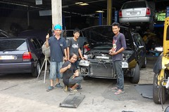 vw mechanics (the foreign photographer - ฝรั่งถ่) Tags: dscapr302016sony vw mechanics cars garage next door our street bangkhen bangkok thailand sony rx100