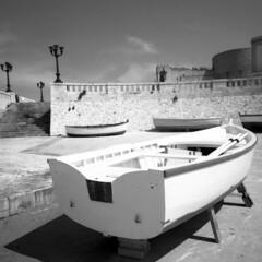 Boats - Otranto (Puglia) - April 2018 (cava961) Tags: otranto puglia analogue analogico monocromo monochrome boat bianconero bw 6x6