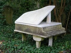 Highgate 18 (W i l l a r d) Tags: highgate cemetery cimiterio cemitério friedhof london