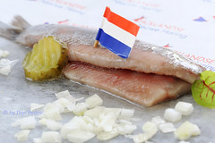 Hollandse--haring-met-ui-en-zuur (Don Pedro de Carrion de los Condes !) Tags: donpedro donpedro'sfoodphotography donpedroskitchen d700 dutch lente lunch lunchgerecht haring uithetvuistje happen haringmetui maatjesharing vis kaken visvangst echthollands vlaggetjesdag typical typicaldutch vlaggetje driekleur delicatesse hollands hollandsenieuwe vlag matjes maatjes lekkernij nationaal nederlands rauw schaal snack tractatie traditie traditioneel ui uitjes vangstquotum vers tonnetje opbrengst haringparty vissen vlaggetjes zeevis groene zeevoedsel haringkaken trawler scheveningen party haringtest rawherring food seafood zilt zee zout zouteharing studio studiofotografie nieuweharing herring augurk hareng harengs metui vet smakelijk vettevis
