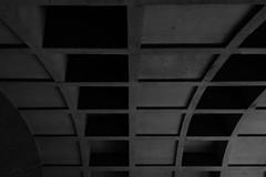 Montréal's Metro Station 53/68 - Namur - Ligne Orange (VdlMrc) Tags: montréal metro subway architecture minimaliste minimalism monochrome blackandwhite noiretblanc géométrie geometry québec canada station stm