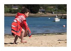 """A L'Anse De Pellinec...  Cars, Chaperon Rouge & Fighting Spirit"" (The Blue Water Lily's Company) Tags: fdrouet enfant child plage beach nikon d90"