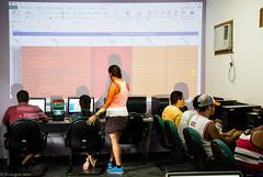 (REDES DA MARÉ) Tags: américalatina brasil complexodamaré favela mare novaholanda ong projetoconectando redesdamaré riodejaneiro aula curso informática jovem