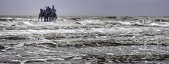 Zeepaarden (glessew) Tags: nieuwpoortbad beaufort art kunst ninabeier men sea mer zee waves golven belgië belgique vlaanderen westvlaanderen kust coast küste littoral