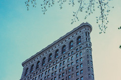 Flatiron on ektachrome film (NYC Macroscopist) Tags: film flatiron retrochrome retrochrome160 manhattan nyc newyork midtown 50mm leica spring ektachrome2239