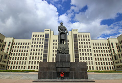 Statue of Lenin in front of the house of the government (Dom Pravitelstva) on Independence square, Minsk, Belarus (Frans.Sellies) Tags: img6638 minsk belarus мінск минск беларусь lenin ленин clouds sunny day