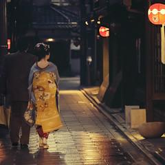 (alfonstr) Tags: japan kyoto gion geisha maiko night city old traditional woman man street streetphoto fuji fujix fujinon