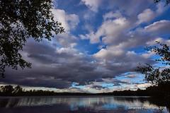Wöller Himmel (grafenhans) Tags: sony alpha 68 alpha68 a68 slt sigma 4056 1020 uww ultraweitwinkel himmel wolken heidesee spiegelung grafenwald bottrop nrw see wasser