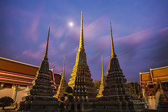 Phra Chedi Rai Under the Moon (Matt Molloy) Tags: mattmolloy timelapse photography timestack photostack movement motion watphrachetuphonvimolmangklararmrajwaramahaviharn watpho temple phrachedirai 5 chedi stupa spires ceramic tiles flowers squares colourful sunset clouds trails moon sculpture detailed intricate art old architecture phranakhon bangkok thailand lovelife