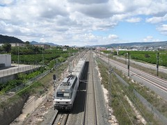 Locomotora Renfe 252-069 con su Talgo a su paso por XATIVA (Valencia) (fernanchel) Tags: adif ciudades renfe xativa jativa spain поезд bahnhöfe railway station estacion ferrocarril tren treno train 252 locomotora locomotive talgo airelibre