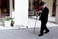 elegant & blurry (Giorgos Voulgaris) Tags: kodaks100ef film fuji superia 200 color candid street corfu old man elegant outdoors hat suit 135mm