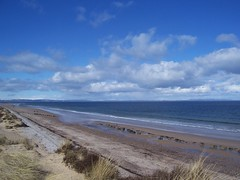 Findhorn Beach, Moray Coast, April 2018 (allanmaciver) Tags: findhorn beach moray coast scotland sand sea shore breeze height rushes dunes clouds white weather allanmaciver
