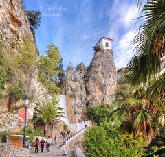 (240/18) El Castell de Guadalest (Pablo Arias) Tags: pabloarias photoshop photomatix capturenxd españa cielo nubes arquitectura castillo gente árbol guadalest alicante
