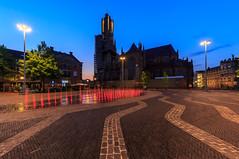 Op de markt @Arnhem (nldazuu.com) Tags: arnhem blauweuur burgerlijkeschemering gelderland bluehour avond eusebiuskerk avondfotografie fontein kerkplein