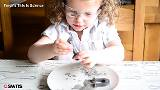Toddler who loves science experiments the next big YouTube star? (psbsve) Tags: noticias curioso movie interesante video news imágenes world mundo información política peliculas sucesos acontecimientos entertainment