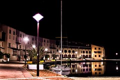 Calm night (BadGunman) Tags: reflet reflection mirror electrobeach europ night calm harbor sailing sail boat bateau mer sea france pyrenneesorientales pyrénéesorientales barcares coudalere