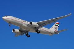 A6-EYN Etihad Airways Airbus A330-243 (johnedmond) Tags: perth ypph westernaustralia etihad airbus a330 aeroplane australia aviation aircraft airliner plane sky jet sel55210 55210mm ilce3500