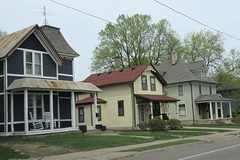 Contrasting houses, 3rd Street, Stillwater, Minnesota (Paul McClure DC) Tags: stillwater washingtoncounty minnesota may2018 historic architecture