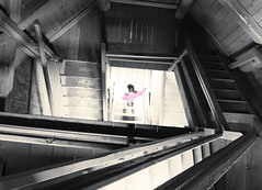 ghostinthestairhouse_#1 (Christian_Krobath) Tags: mystisch ghost geist black pink stairs stufen stiegenhaus