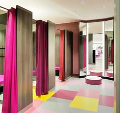 While Waiting ... ; (c)rebfoto (rebfoto ...) Tags: curtain rebfoto whilewaiting canvassy colorscurtains fittingroom