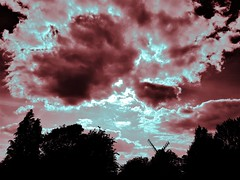 2018 0510 552 (SGS8+) Shipley (Lucy Melford) Tags: samsunggalaxys8 sky shipley clouds