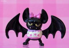 Count Fabulous ♥ (♥ MarildaHungria ♥) Tags: countfabulous draculaura pet monsterhigh mh mattel toy bat pink