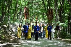 180520-02 Молодёжный крестный ход поднялся к Бештаугорскому монастырю