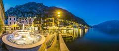 Limone sul Garda (PanoramaRundblick) Tags: berge blauestunde blauerhimmel brunnen gardasee italien limonesulgarda norditalien restaurant see spiegelung tourismus uferpromenade