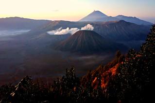 INDONESIEN, Java, Sonnenaufgang am Gunung BROMO (serie), 17393/9943