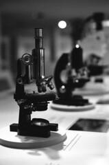 18.04-04 (analogish) Tags: 35mm 135film bw blackwhite film kodaktrix400 leicamp leicasummilux50mmf14preasph oberkochen reflectaproscan7200 schwarzweiss zeissmuseumderoptik zeissmuseumofoptics