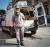Pane fresco e sorrisi (Aellevì) Tags: vende ambulante