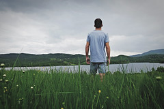 13 de Maio (Matt Ley) Tags: ritratto portrait boy guy man hills colline toscana italia italy nuvole nuvoloso melanchony malinconia dreamy lago lake natura nature ragazzo acqua water terra aria