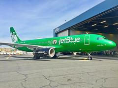 N595JB Jetblue A320 Boston Celtics Special Livery Lucky Blue (jp.marottta) Tags: n595jb nba luckyblue jetblue a320 speciallivery kbos loganairport boston bos airbusintheus airbus spotter bostonceltics