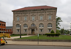 Putnam County Courthouse — Ottawa, Ohio (Pythaglio) Tags: ottawa ohio putnamcounty building structure historic civic government courthouse twostory beauxarts classicalrevival neoclassical classicism 1912 frankpackard cubic cubeshaped stone stonework columns entablature ornate carvings intricate pedimented windows balustrade roundarched round arches