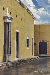 Izamal 5155 ch (Emilio Segura López) Tags: amarillo casa balcon puerta izamal yucatán méxico