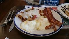 Farmers Choice Breakfast - Bob Evans Restaurant (Adventurer Dustin Holmes) Tags: 2018 breakfast eggs bacon homefries bobevans springfieldmo springfieldmissouri baconstrips gravy