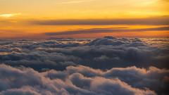 heavenly sunset - himmlischer Sonnenuntergang (ralfkai41) Tags: ngc dämmerung sunset fliegen sonnenuntergang himmel flying sky abend clouds evening wolken dusk