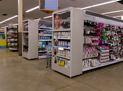 """""""Fabulous"""" and """"Gorgeous"""" are in the eye of the behiolder! (l_dawg2000) Tags: 2018remodel cordova delicatesen grocery grocerystore healthbeauty kroger labelscar marketplace meats memphis pharmacy produce remodel retail scriptdécor shelbycounty supermarket tennessee tn trinitycommons cordovamemphis unitedstates usa"""