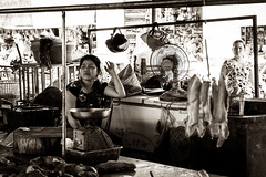 Rats au menu (Mat Distef) Tags: vietnam light travel streetphotography black white noir blanc bw