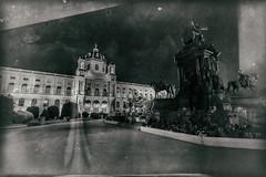 Wien 2017 - Kulturhistorisches Museum (karlheinz klingbeil) Tags: nacht night sculpture architektur antik monochrome statue old austria skulptur city alt vienna österreich stadt wien at