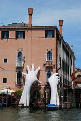 Atrapando Venecia (Italia, 17-6-2017) (Juanje Orío) Tags: 2017 venecia venezia italia italy patrimoniodelahumanidad worldheritage canal agua water escultura sculpture