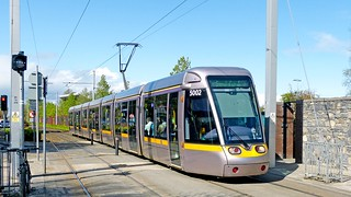 LUAS Dublin: Green Line 5002 southbound arriving at the Milltown stop