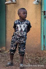 Boy in Man (10b travelling / Carsten ten Brink) Tags: 10btravelling 2018 africa africaine african afrika afrique carstentenbrink cotedivoire dan dixhuitmontagnes elfenbeinkueste guere iptcbasic ivorian ivorycoast westafrica yacouba yakouba africain boy child cmtb dance ivoirien ivoirienne man maskdance masks portrait ritual tenbrink