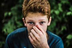 Malo, 2018 (PaxaMik) Tags: portrait yeux yeuxbleus main hand teen blueeyes blue frenchportrait frenchcountry