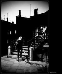 scende la notte (magicoda) Tags: italia italy magicoda foto fotografia venezia venice veneto biancoenero blackandwhite bw bn persone people blackwhitephotos maggidavide davidemaggi voyeur white curioso see vedere candid streetphotografy street turiste turista tourist turisti tourists vpl seethru nothong nopanty nero black realtà reality real coppia couple fuji fujifilm x100 x100t mirrorless donna woman cane dog notte night upskirt legs feet barefoot wife silhouette ponte bridge
