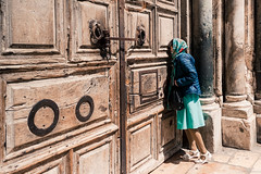 Cuestión de fé (pablocba) Tags: religion fe jerusalen jerusalem puerta gente peolpe sony ilce6000 a6000 emount lenses