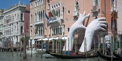 Lorenzo Quinn: Support (pe_ha45) Tags: venice venise venezia canalgrande lorenzoquinn support italy italia italien sculpture globalwarming gondel gondola cadoro biennale casagredohotel