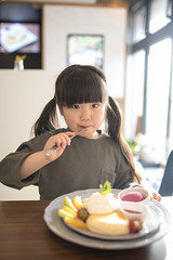 Little girl eating pancake in cafe (Apricot Cafe) Tags: img87235 asia asianandindianethnicities cafe healthylifestyle japan japaneseethnicity tamronsp35mmf18divcusdmodelf012 adolescence backlit candid carefree casualclothing charming cheerful chibaprefecture child childhood colorimage copyspace day enjoyment fruit girls happiness indoors innocence knife leisureactivity lifestyles lookingatcamera lunch oneperson pancake people photography preschoolage realpeople restaurant satisfaction sitting smiling springtime sunlight sustainablelifestyle toddler waistup weekendactivities ichiharashi chibaken jp